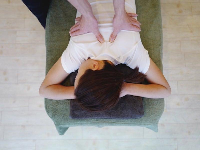 背骨の柔軟性を高める施術