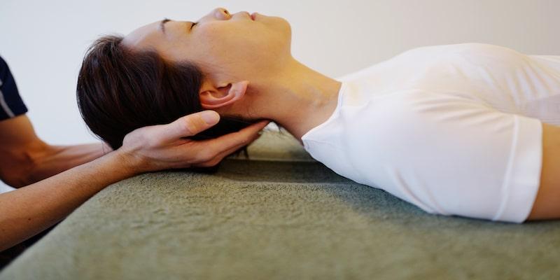 瑞穂市祖父江の整体院スタイルワンでは首の繊細な筋肉を優しいタッチで施術していきます。