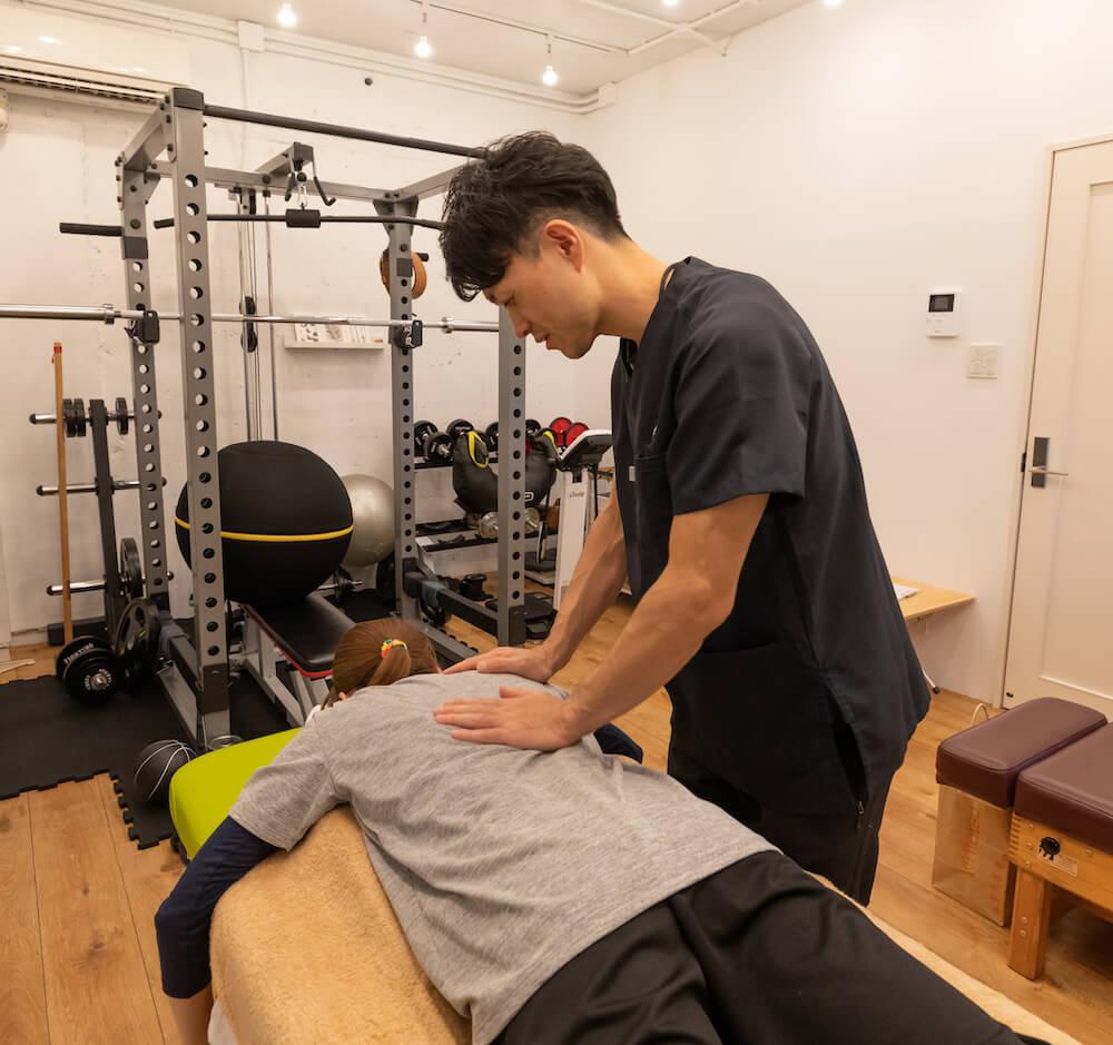 脊柱から膝関節痛へのアプローチ